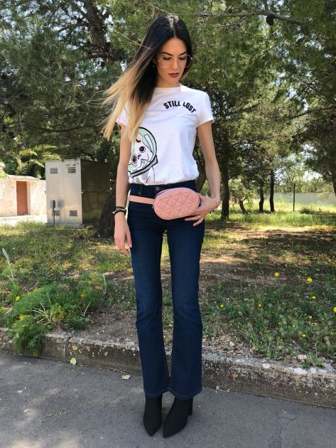 marsupio e jeans